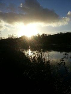 Abendstimmung Sonnenlicht am Fluss Gegenlicht Sonne unterwegs
