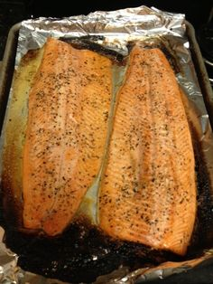 Easy foods to prep on Sunday for the week ahead! Roasted salmon included!