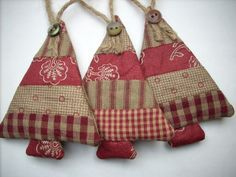 Ideas for country christmas tree ornaments burlap Fabric Christmas Ornaments, Prim Christmas, Christmas Sewing, Country Christmas, Homemade Christmas, Christmas Decorations, Christmas Patchwork, Christmas Projects, Holiday Crafts