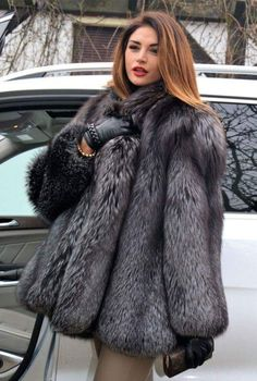 fur fashion directory is a online fur fashion magazine with links and resources related to furs and fashion. furfashionguide is the largest fur fashion directory online, with links to fur fashion shop stores, fur coat market and fur jacket sale. Fur Fashion, Look Fashion, Winter Fashion, Fox Fur Jacket, Fox Fur Coat, Fur Coats, Mode Mantel, Fur Clothing, Woman Clothing