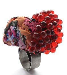Doris Maninger | Caviar, silver, textile, beads