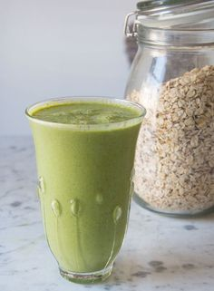 Pear, spinach, and oat smoothie by deliciously ella. Vanilla Smoothie, Oat Smoothie, Power Smoothie, Vegan Smoothies, Smoothie Drinks, Smoothie Recipes, Milk Shakes, Smoothie Legume, Yogurt