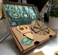 Planting made easy! Daniel Robson's project, the Plot Seed Wheel gives users customized seeds to suit their gardens and come in separate plantable pods, so you don't even need gardening tools! Smart Packaging, Seed Packaging, Flower Packaging, Paper Packaging, Packaging Design, Branding Design, Garden Shop, Grow Your Own Food, Plant Design