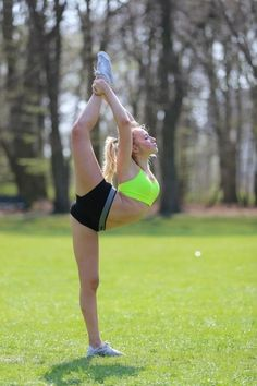 Needle / Scorpion Cheerleading #cheerleading Tumblr . . .  I can do this!