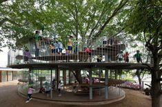 Ring Around a Tree — tolle Architektur für einen Spielplatz.