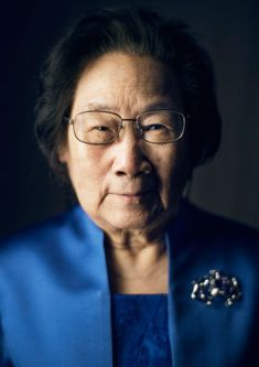 The official Nobel Prize portrait photo of Youyou Tu. Her discovery of an anti-malarial agent has revolutionized the treatment of the parasitic disease, which infects close to 200 million people yearly. Peking University, Alfred Nobel, Prix Nobel, Nobel Prize Winners, Feminist Icons, Career Inspiration, Academy Of Sciences, Traditional Chinese Medicine, Women In History