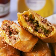 Big Mac Eggroll - Complete with Mac Sauce food easyrecipe burger party appetizers Egg Roll Recipes, Beef Recipes, Cooking Recipes, Jalapeno Recipes, Dishes Recipes, Won Ton Wrapper Recipes, Eggroll Wrapper Recipes, Fastfood Recipes, Cooking Tv