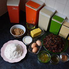 Christmas Cake Designs, Christmas Ideas, Cake Recipes, Dessert Recipes, Desserts, Braised Lamb Shanks, Sydney Food, Fruit Cakes, Almond Flour