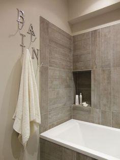 Salle de bains avec baignoire - Les murs ont des oreilles