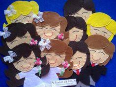 Novias y novios realizados en fieltro, ideal como original detalle en una boda. Visítanos también en Facebook: Mi Rincón de Fieltro-Fieltrolandia.