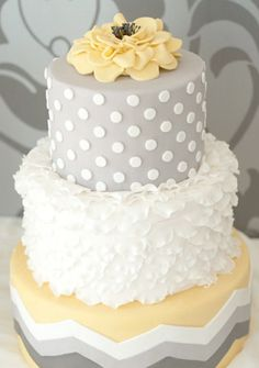 LOVE the yellow and gray! It's perfect for a gender neutral baby shower!