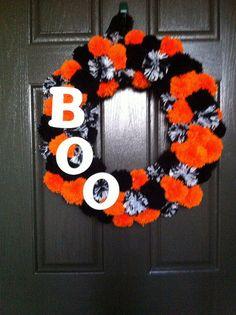 halloween pom pom wreath by gdtennison via flickr - Halloween Pom Poms