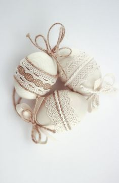 burlap, lace and twine Easter eggs are very fast to make