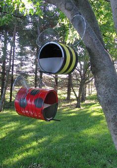 DIY: Bee & Lady Bug Bird Feeder Source by raquearcech Outdoor Crafts, Outdoor Projects, Garden Projects, Diy Projects, Outdoor Decor, Garden Bird Feeders, Diy Bird Feeder, Tin Can Crafts, Crafts For Kids