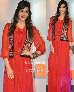 Indian Designer Wear, Sari, Twitter, How To Wear, Dresses, Style, Fashion, Swag, Moda