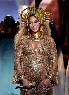 Beyoncé fez sua primeira apresentação após o anúncio de gravidez de gêmeos