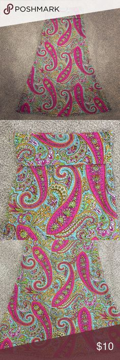 💕Ladies Beautiful Maxi Skirt Size M💕 Super cute paisley maxi foldover maxi skirt💗. Size M. Colorful! Like New! Smoke and pet free home 🏡 Azules Skirts Maxi