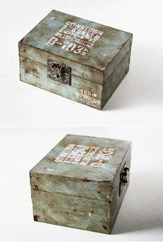 今日は100円グッズで作るミリタリー風ボックスの作り方を紹介します^^開閉式なのでオープンボックスとしても使えます。収納を兼ねたディスプレイにもぴったり♪...