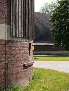 hugo häring, gut garkau, germany, 1923-1926. | Flickr – Compartilhamento de fotos! Organic Architecture, Art And Architecture, Brick Images, Beautiful Buildings, Interior And Exterior, Facade, Germany, World, Modernism