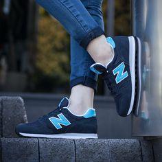 Kultschuhe New Balance aus der neuen Kollektion. Klassische Sportschuhe auf dem Lang Schuhe aus den siebziger Jahren modelliert. Modell aus hochwertigem synthetischen Materialien. Extrem leichte und luftige Schuhe. #Schuhe #New Balance #Sport #Materialien