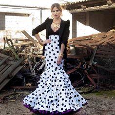 G A R L O C H Í #anguasruiz #MODAFLAMENCA #modaflamenca #flamencas2018 #volantes #lunares #garlochí #newcollection #diseño #trajesdeflamenca #model #desing #sevilla #feriadeabril #romerias #romeriadelrocio #diseño #flamencas #flamenco #top
