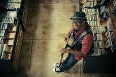 Bluesman Kevin Moore, better known as Keb' Mo', will play an acoustic show Saturday at the College of DuPage's McAninch Arts Center.