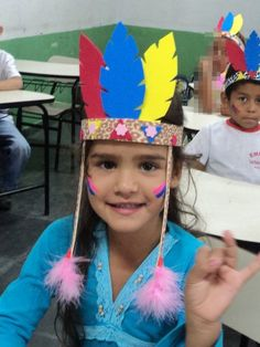 F is for feather hat craft Thanksgiving Crafts For Kids, Thanksgiving Activities, Diy Crafts For Kids, Kids Christmas, Arts And Crafts, Indian Headband, Indian Hat, Hat Crafts, Native American Crafts
