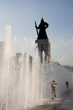Statue of Admiral Yi Sun-sin at Gwanghwamun Water Fountain in Seoul