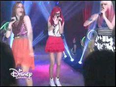 """Violetta 3 - Roxy , Fausta y Camila cantan """"A mi lado"""" - Episodio 35 [Di..."""