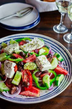 This Greek salad with tomatoes, cucumbers, and bell peppers is prepared exactly how you will find it on the Greek islands! So easy and packed with flavor! Recipe comes with great tips and a full tutorial. #greeksalad #greekrecipes #greekfood #mediterraneandiet #mediterraneanfood #mediterraneanrecipes #healthysalad #salad #feta Greek Salad Recipes, Salad Recipes Video, Healthy Salad Recipes, Mediterranean Dishes, Mediterranean Diet Recipes, Traditional Greek Salad, Feta Salat, How To Cook Quinoa, 21 Day Fix