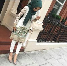 How to wear hijab with asian outfits Pakistani Casual Wear, Pakistani Dress Design, Pakistani Outfits, Indian Outfits, Indian Dresses, Islamic Fashion, Muslim Fashion, Asian Fashion, Hijab Fashion