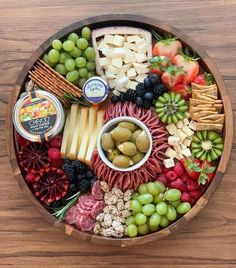 Snack Platter, Party Food Platters, Cheese Platters, Charcuterie Board Meats, Charcuterie Recipes, Easy Hors D'oeuvres, Cheese Board Display, B Food, Dessert In A Jar