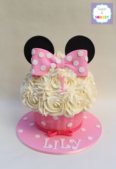 Minnie Mouse giant cupcake - 1st birthday giant cupcake by Sweet & Snazzy https://www.facebook.com/sweetandsnazzy