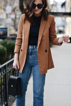 blazer outfit, jeans and blazer, outfits, fashion inspo, outfit ideas Blazer Jeans, Outfit Jeans, Blazer And T Shirt, Camel Blazer, Blazer Outfits Casual, Blazer Outfits For Women, Look Blazer, Jeans With Heels, Jean Outfits
