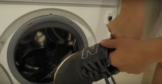 Természetesen be szabad tenni a cipőt a mosógépbe, csak nem mindegy hogyan. Washing Machine, Home Appliances, Homemade, Minden, Diy, Shoes, House Appliances, Do It Yourself, Zapatos