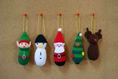 In our article today we have some ideas for you from woolen knitted Christmas decorations. For those who will choose to make gifts and Christmas ornaments with the aid of yarn and crochet to bring a warm and relaxing air to the house Knitted Christmas Decorations, Knit Christmas Ornaments, Cute Halloween Decorations, Xmas Tree Decorations, Diy Christmas Tree, Ornaments Ideas, Christmas Place, Decoration Crafts, Silver Christmas