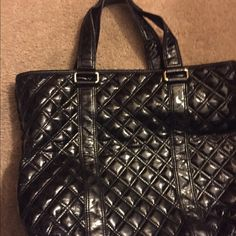 Marc Jacobs Tote Large (Authentic) Black Patent Leather tote with 2straps. Authentic. Dimensions-13.4/15/2 Marc Jacobs Bags Totes