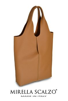 Shopper in pelle sfoderata con pochette interna staccabile. Mirella Scalzo - Available on modainlinea.com