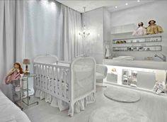 Um quarto de bebê todo branquinho
