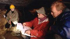 Maan povesta –sarja kertoo, kuinka esi-isämme tulivat asuttamaan tätä pohjoista maata. Tutkijat kertovat, kuinka he elivät, viljelivät maata ja lopulta asuttivat kaupunkeja. Vuonna 2006 esitetyssä ohjelmasarjassa tutustutaan kattavasti myös arkeologin ja muiden tutkijoiden työhön.