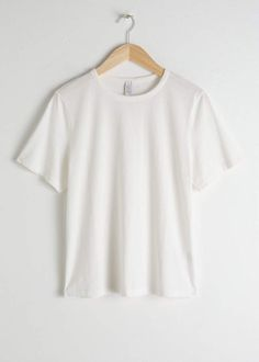 The GLAMOUR team take on the wears challenge' in support of Fashion Revolution Week Organic Cotton T Shirts, Cotton Tee, Fashion Story, Love Fashion, Glamour Uk, White Tops, Capsule Wardrobe, Mens Tops, How To Wear