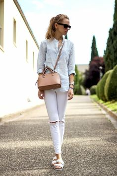40 Casual White Slacks for Spring Summer Airport Style White Slacks, White Trousers, Summer Capri Outfits, White Converse Style, How To Wear White Jeans, Fall Travel Outfit, Casual Outfits, Fashion Outfits, Airport Style