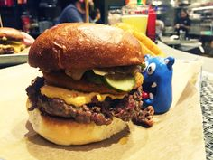 Its late and night and we want some southern food loving like Southern Comfort Burger (5 NOMs) from one of our favorite burger chains Burger Tap & Shake on Wisconsin Avenue in Tenleytown. We hanging out near American University looking for those cute college boys and decided to stop by for some late night burgers.  www.nomnomboris.com/southern-comfort-from-burger-burger-tap-shake-in-tenleytown-washington-dc