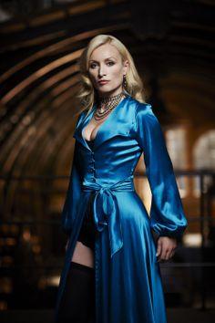 And in Satin!looks sensational ! Satin Skirt, Satin Dresses, Blue Satin, Silk Satin, Satin Gown, Blouse Dress, Silk Dress, Sexy Older Women, Sexy Women