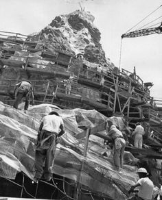 vintage everyday: Old Photos of The Construction of Disneyland