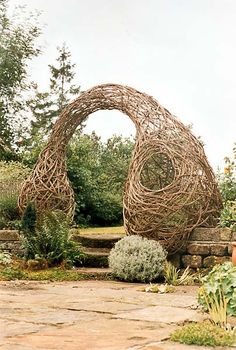 Sculptor Laura Ellen Bacon creates gorgeous organic forms out of willow. A trip to Chatsworth House in Derbyshire reminded me as she has some new large scale pieces installed in the gardens.