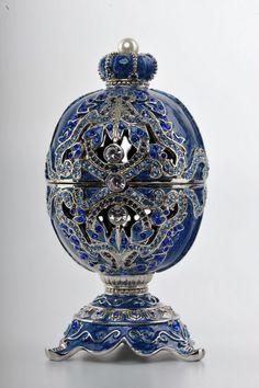 Blue Faberge Egg trinket box by Keren Kopal ✏✏✏✏✏✏✏✏✏✏✏✏✏✏✏✏ IDEE CADEAU   ☞ http://gabyfeeriefr.tumblr.com/archive .....................................................   CUTE GIFT IDEA  ☞ http://frenchvintagejewelryen.tumblr.com/archive   ✏✏✏✏✏✏✏✏✏✏✏✏✏✏✏✏
