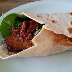 Chilisauce som du kender fra din shawarma-pusher, har jeg altid været helt vild med. Kombinationen af det søde og det stærke i chilisaucen er i min optik stor