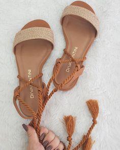 Shoes Flats Sandals, Sandals Outfit, Shoes Sneakers, Heels, Flat Sandals, Cute Flats, Cute Sandals, Pretty Shoes, Dream Shoes