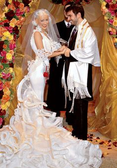 Christina Aguilera and Jordan Bratman were married at Staglin Family Vineyard in Napa, California. Following the Jewish ceremony, a tented winter wonderland reception included comfort food and tunes spun by DJ Am.she married a jewish person!!!